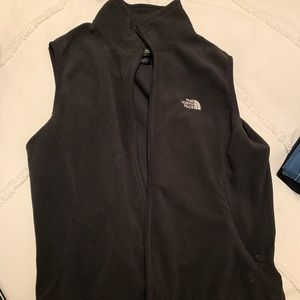 Black north face vest